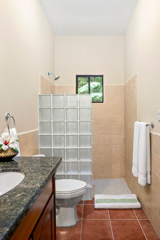 Casita_U12_Bathroom_1_Dec_17_2016_CC